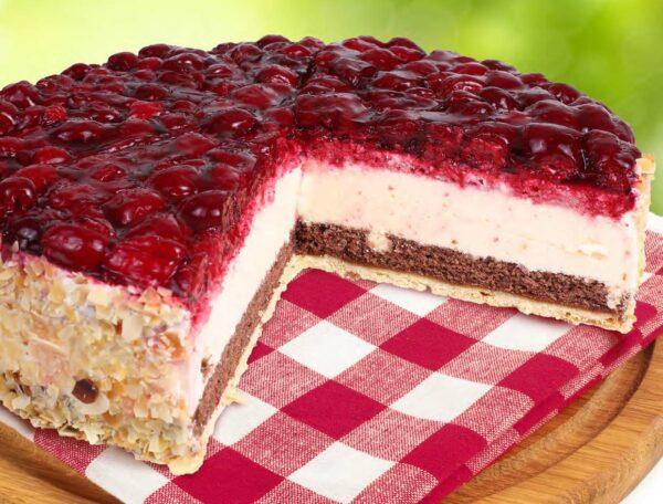 Kaese-Sahne-Himbeer-Torte